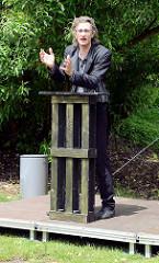 Marcus Jeroch (DE) : Seh Quenzen - Wortakrobatik auf der  ParkPerPlex im Norderstedter Stadtpark.