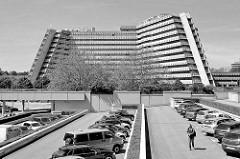 Blick zur ehem. Oberpostdirektion City Nord; die sogenannte Postpyramide wurde 1977 fertig gestellt.
