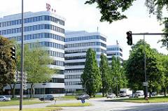 Moderne Architektur in der Hamburger Bürostadt City Nord - Gebäude der Telekom.