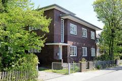 Historische Backsteinarchitektur in Hamburg Eidelstedt, Wohnhaus / Werkstatt (Weberei); erbaut 1928, Architekt Fritz Höger.