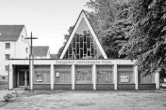 Evangelisch-methodistische Friedenskirche in Hamburg Wilhelmsburg - Architektur der 1960er Jahre.