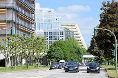 Blick in den Überseering der Hamburger City Nord; im Vordergrund das DEA-Verwaltungsgebäude.