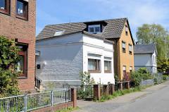 Wohnhäuser  in unterschiedlichen Bauform; Architekturbilder aus Hamburg Eidelstedt.