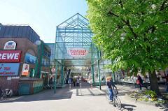 Eingangsbereich vom Eidelstedt Center, Metall / Glas Konstruktion.