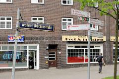 Straßenschilder in Hamburg Veddel - Richtungsschilder für Hamburger Fahrradtouren.