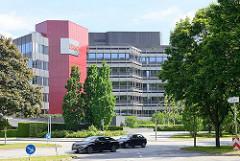 Architektur in der Hamburger Geschäftsstadt City Nord - Verwaltungsgebäude der ERGO.