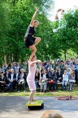 Lotta & Stina (Fi) / Just an ordinary day  - Rola-Bola auf der Veranstaltung ParkPerPlex am Pfingstwochenende 2017 im Stadtpark Norderstedt.