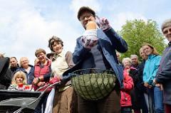 Plunge Boom (UK) - Vegetable Nannies; Gemüse-Walkact auf der  ParkPerPlex im Norderstedter Stadtpark.