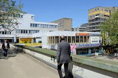 Architektur in Hamburg der  1970er Jahre - Füssgängerbrücke, Fussgängerüberweg beim Überseering.