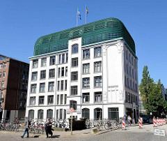 Historisches Kontorhaus am Herrengrabenfleet im Hamburger Stadtteil Neustadt - angelegt 1499 als Verteidigungsgraben / Stadtgraben.