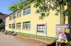 Eidelstedter Bürgerhaus an der Alten Elbgaustraße / Stadtteilkulturzentrum am Bürgerplatz im Zentrum von Hamburg Eidelstedt.