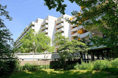 Wohnhäuser mit Balkons - Zentrale Zone in der City Nord, Hamburg Winterhude.