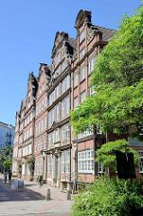 Rekonstruierte grossbürgerlichen Wohnhäuser mit denkmalgeschützten Fassaden in der Peterstrasse / Hamburgs Neustadt.