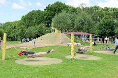 Kinderspielplatz mit Hängematten - Stadtpark Norderstedt.