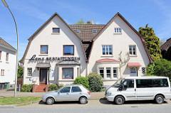 Doppelhaus an der Pinneberger Chaussee Hamburg Altona, symmetrische Architektur mit unterschiedlicher  Fassadengestaltung.