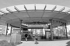 Eingang / Bahnhof Eidelstedt Zentrum der AKN Bahn.