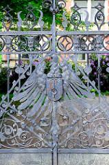 Detail - Schmiedeeisen Tor der Gründerzeit-Villa Schütt in Wilster, erbaut 1897 für den Lederfabrikanten Marcus Schütt.