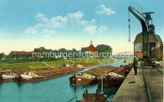 Altes Bild vom Hafen in Gröba / Riesa; Kran auf Schienen - Elbkähne im Hafenbecken der Döllnitz - im Hintergrund Brücke und Schloß.