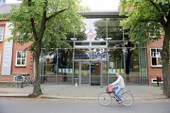 Glasfassade - Gebäude vom Nudelcenter in Riesa; Nudelmuseum und unterschiedliche Nudel-Erlebnisbereiche.