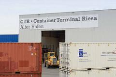 Container, Lagergebäude vom Container Terminal Riesa - Alter Hafen.