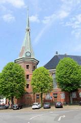 Die St.-Bartholomäus-Kirche in Wilster - Architektur des späten Barocks; eingeweiht 1780 - Baumeister  Ernst Georg Sonnin.