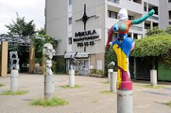 Skulpturenhof in Hamburg Mümmelmannsberg - Kunst am Bau, errichtet 1982; Kandiskyallee.