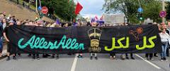 Lieber tanz ich als G 20 - Tanzdemo mit Techno-Musik und bunten Anti G20 Schildern; ca. 20 000 Teilnehmer*Innen.