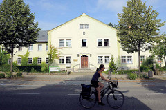 Verwaltungsgebäude, ev. Luth. Diakoniehaus Moritzburg an der Schlossallee.