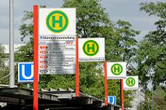Bushaltestellen an der U-Bahnstation Mümmelmannsberg im Hamburger Stadtteil Billstedt.