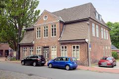 Historisches Backsteingebäude am Markt in Wilster.