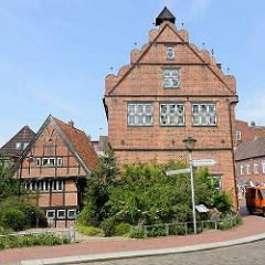 Altes Rathaus von Wilster, historische Fachwerkarchitektur der Renaissance, erbaut 1585; jetzt Naturkundemuseum.