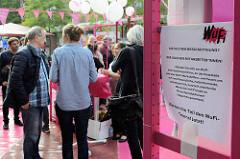 Der Gipfel der Vielen - Wunschfiliale WuFi auf dem Hansaplatz in Hamburg St. Georg als Protestaktion gegen den G20 Gipfel in Hamburg.
