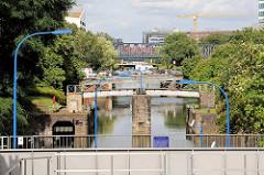 Blick in den Mittelkanal / Schleusenkanal in Hamburg Hammerbrook.