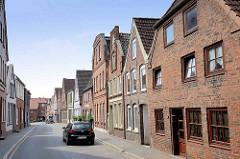 Wohnhäuser mit Backsteinfassade - Schmiedestraße in Wilster.