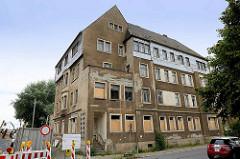 Altes, leerstehendes Wohnhaus am Friedrich-Ebert-Platz / Hafenstrasse in Riesa; Hochwasserschäden.