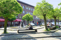 Platz mit Brunnen an der Slomannstrasse auf der Hamburger Veddel.