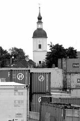 Containerlager am Hafen von Riesa - Kirchturm der romanischen Kirche Gröba; erbaut 1734.
