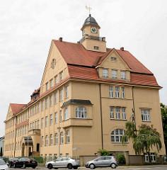 Schulgebäude der ehem. Carolaschule - jetzt Pestalozzi Schule in Riesa; erbaut 1912.