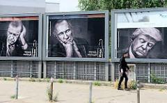 Kola-Werbung mit schlafenden Staatsmännern an der Budapester Straße anlässlich des G20 Gipfels in Hamburg.