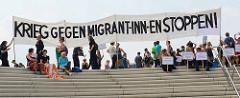 Transparent an der Elbepromenade / Baumwall - Krieg gegen Migrant-inn-en stoppen - Protest in Hamburg gegen G 20.