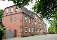 Schulgebäude der Wolfgang Ratke Grundschule in Wilster.