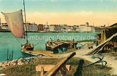 Historische Ansicht - Blick über die Elbe nach Riesa; Fischerboote, Segelboot am Elbufer von Promnitz - große Anker / Wurfanker.