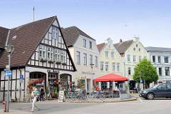 Wohnhäuser, Geschäftshäuser am Marktplatz von Wilster.