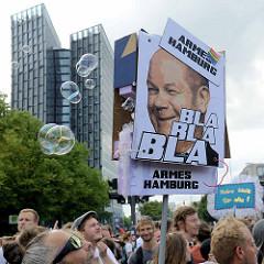 Demonstration am 08. Juli gegen G20 in Hamburg; Bild von Scholz, Armes Hamburg - Bla Bla Bla, Seifenblasen.