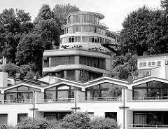 Moderne Architektur am Elbhang in Hamburg Oevelgönne / Othmarschen.