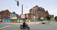 Historische Fabrikarchitektur / Industrieanlage - Ziegelgebäude an der Paul-Greifzu-Straße in Riega.