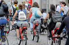 Colourful Critical Mass - Fahrraddemonstration durch die Hamburger Innenstadt beim G20.