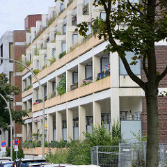 Wohnhaus / Balkons in massiver Betonbauweise - Architektur in Hamburg Mümmelmannsberg.