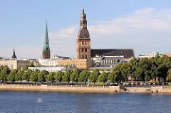 Blick über die Daugava / Düna zum Rigaer Dom und zur Jacobuskirche