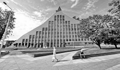 Gebäude der lettischen Nationalbibliothek am Ufer der Daugava / Düna in Riga; fertig gestellt 2014, Architekt Gunnar Birkerts.